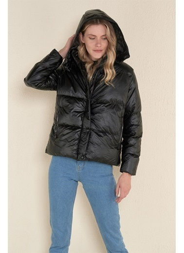 Z Giyim Kapşonlu Kısa Şişme Mont Siyah